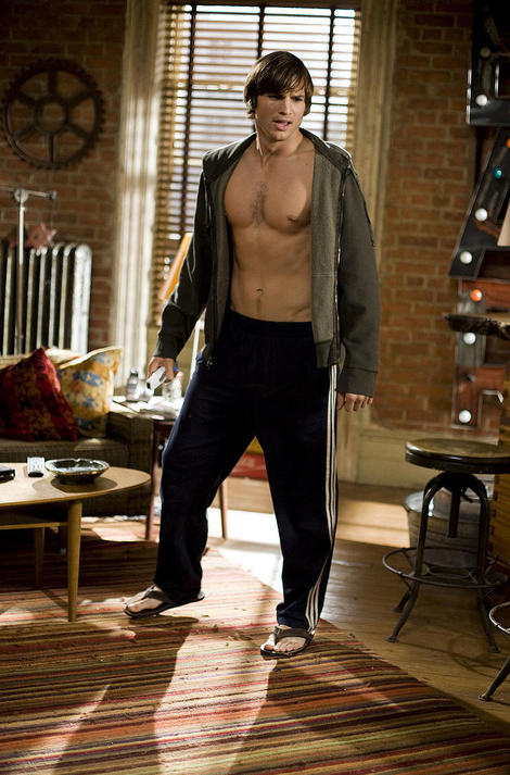 ashton-kutcher-shirtless-01