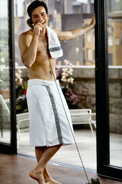 http://www.actorsexposed.com/wp-content/uploads/2009/03/ewan-mc-gregor-shirtless-1.jpg