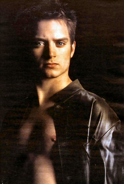 elijah-wood-shirtless-1
