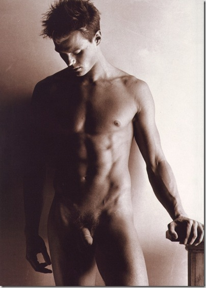 Josh_Duhamel_naked_01
