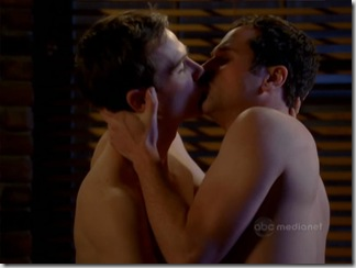 Luke_Macfarlane_shirtless_03