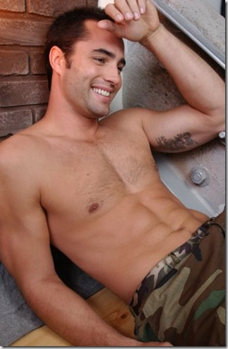 Victor_Webster_shirtless_01