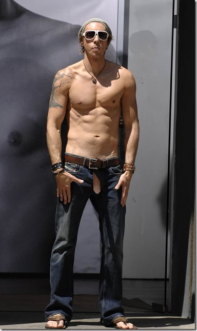 Dax_Shepard_shirtless_03