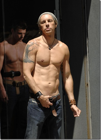 Dax_Shepard_shirtless_05