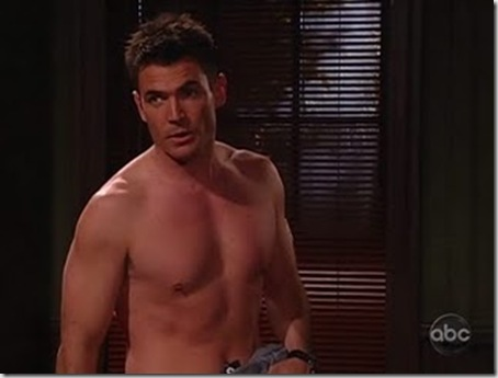 Aiden_Turner_shirtless_02