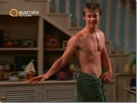 Chris_Hemsworth_shirtless_06