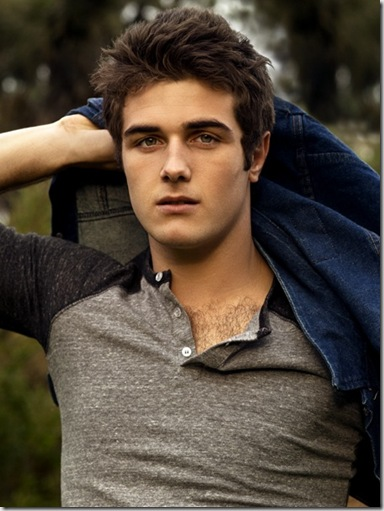 Beau_Mirchoff_shirtless_04