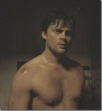 Karl_Urban_shirtless_04