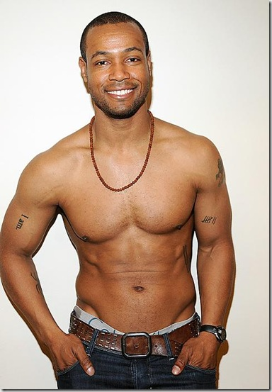 Isaiah_Mustafa_shirtless_04