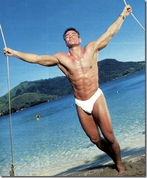 Jean_Claude_Van_Damme_shirtless_01