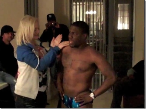 Kevin_Hart_shirtless_02