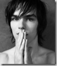 Nicholas_Hoult_headshot_02