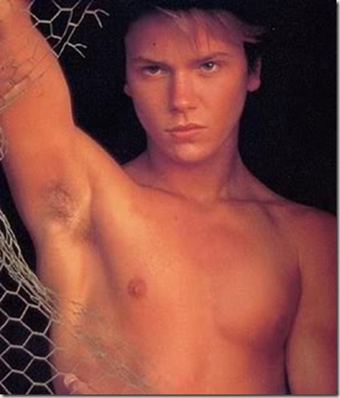 River_Phoenix_shirtless_01