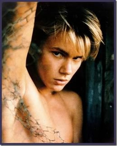 River_Phoenix_shirtless_02