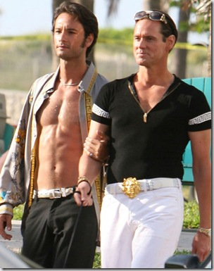Rodrigo_Santoro_shirtles_15