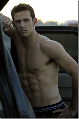 Matt_Mullins_shirtless_01