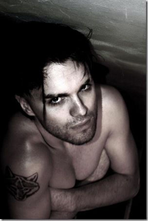 Thomas_Dekker_shirtless_03