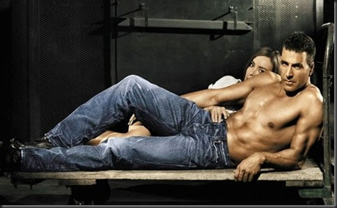 Akshay_Kumar_shirtless_01