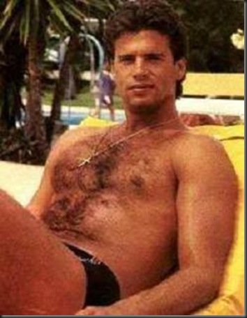 Lorenzo_Lamas_shirtless_01