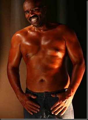Steve_Harvey_shirtless_01