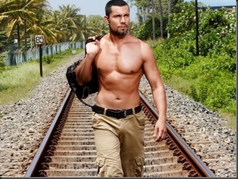 Randeep_Hooda_shirtless_24