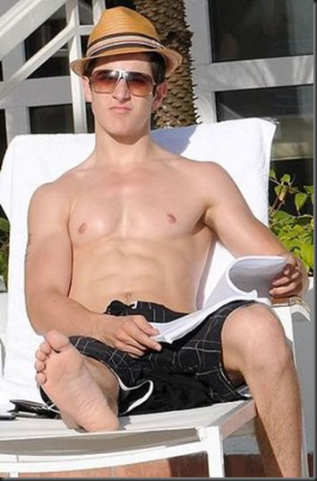 David_Henrie_shirtless_03