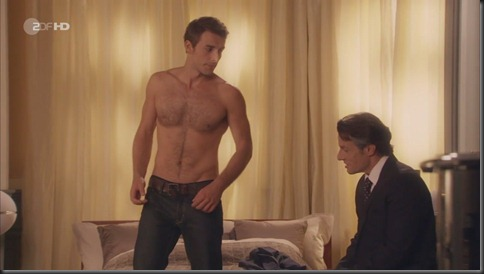 Max_Alberti_shirtless_03