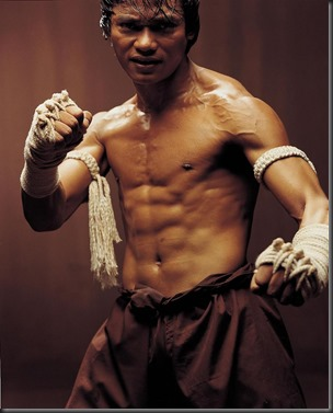 Tony_Jaa_shirtless_05